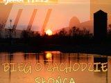 Plakat - bieg o zachodzie słońca